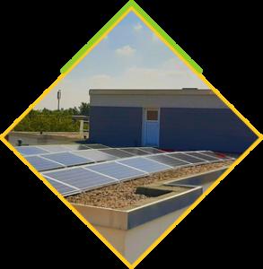 panele słoneczne na dachu prostym